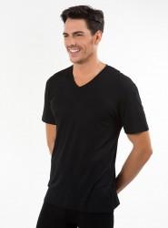 KOM - Antonio V Yaka T-shirt